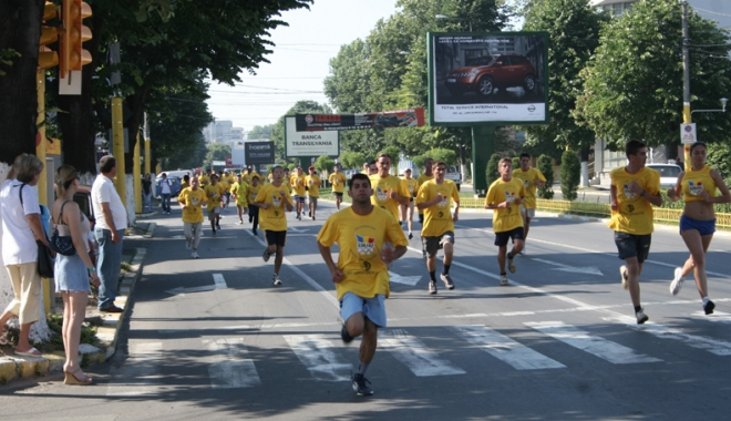 """Foto: Sute de alergători, aşteptaţi la Crosul """"Ziua Olimpică"""" 2016"""