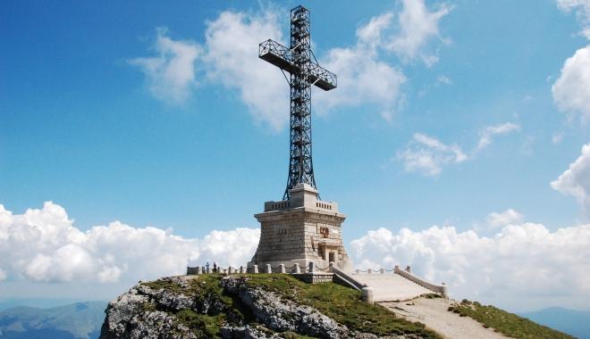 Foto: Crucea de pe Caraiman, reabilitată cu bani de la bugetul de stat