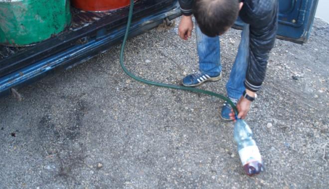 Foto: Băgați după gratii pentru cum furau motorina din rezervoarele TIR-urilor