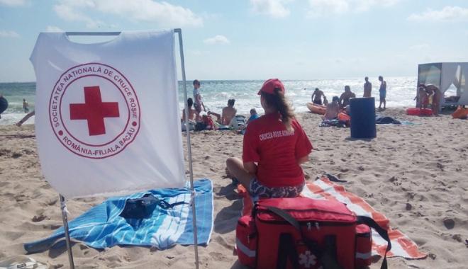"""Foto: Voluntari şi asistenţi medicali din ţară,  """"în misiune"""" pe litoral"""