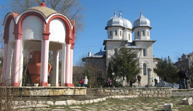 Crucile miraculoase din Dobrogea. Locul unde trupurile şi sufletele bolnave se pot vindeca - crucile07-1441995135.jpg