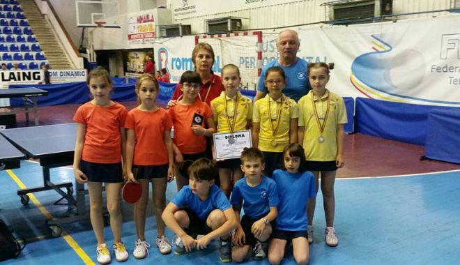 Foto: CS Farul, vicecampioană  la tenis de masă - juniori