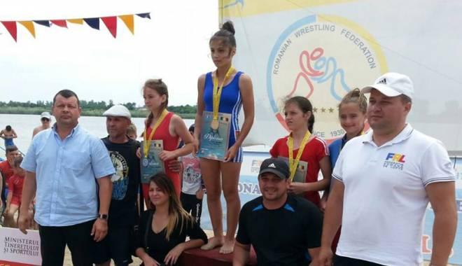 Foto: CS Mangalia, cinci medalii la Naţionalele de lupte pe plajă de la Amara