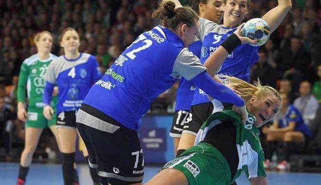 Foto: CSM Bucureşti, învinsă clar de Gyor! Crina Pintea, nouă goluri pentru Gyor