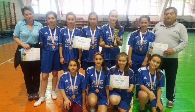 Foto: CS Spicu Horia, locul trei la Campionatul Naţional de oină pentru juniori