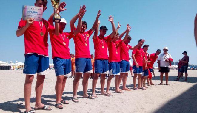 """Foto: CS Spicu Horia, campioană la """"naţionalele"""" de oină pe plajă - masculin, juniori lll"""