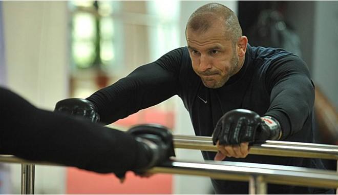 Foto: Cătălin Zmărăndescu, victorie în MMA