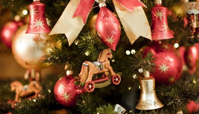 7 sfaturi pentru decorarea bradului artificial de Crăciun - cugetliber1-1508230727.jpg