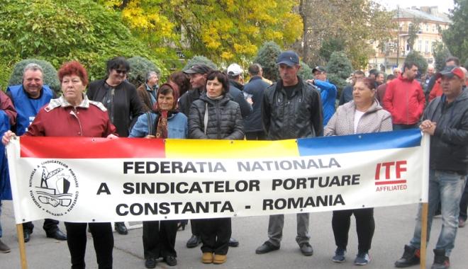 """Foto: Cui îi pasă de victimele """"revoluţiei fiscale"""""""