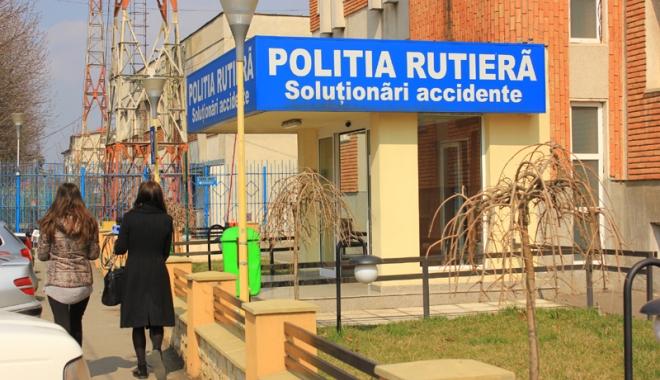 Foto: Culmea hoţiei! Un escroc i-a cerut victimei să aducă banii la sediul Poliţiei Rutiere