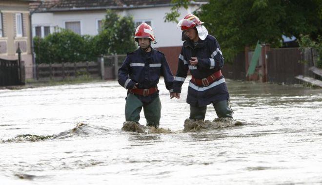 Foto: PLOI TORENŢIALE LA CONSTANŢA. Unde puteţi semnala dacă aveţi probleme cu inundaţiile
