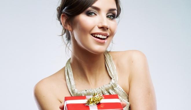 Foto: Cum alegi cadou pentru iubită