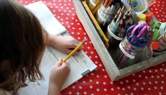 Foto: Cum alegi masa de lucru a copilului