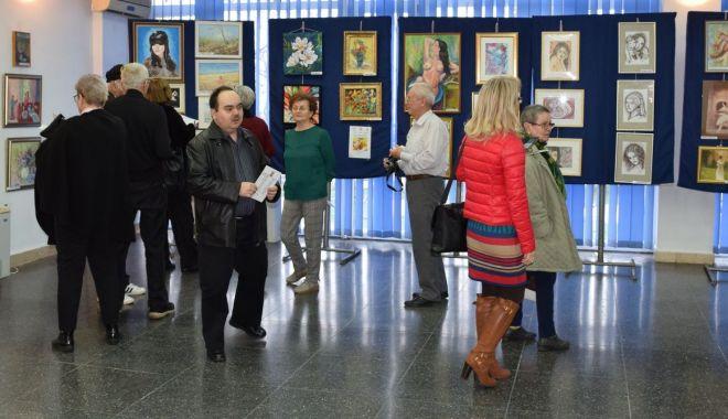 Foto: Expoziţie la Muzeul Marinei. Femeia, în alchimia primăverii