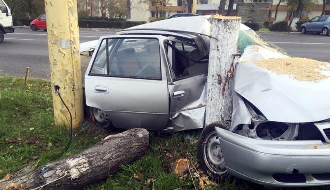 Foto: Grave accidente rutiere, în week-end. O femeie şi-a pierdut viaţa