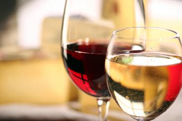 Foto: Cum au ajuns tone de vin contrafăcut  pe mesele constănţenilor
