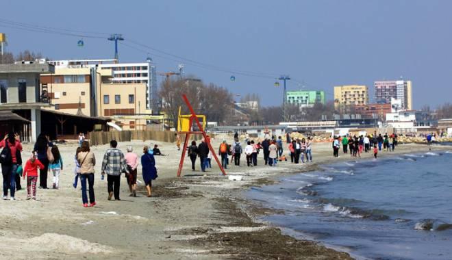 Foto: Cum au petrecut constănţenii de Paşti. Mese întinse şi promenade pe malul mării