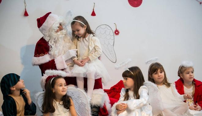 """Foto: Cum este ilustrat """"Spiritul sărbătorilor în sufletul copiilor"""""""