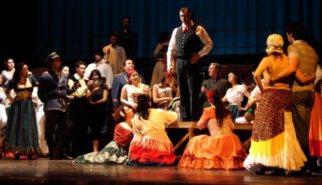 Foto: Cum îl vrăjește Carmen pe Don José