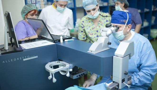 Foto: Cum îşi pot îmbunătăţi vederea pacienţii cu cataractă