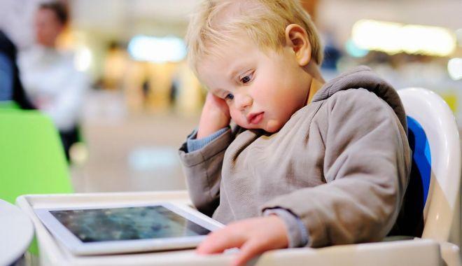 Cum ne afectează starea de sănătate timpul petrecut în fața ecranelor - cumneafecteaza-1571296477.jpg