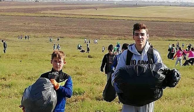 Foto: Voluntarii din Cumpăna au adunat gunoaiele  din localitate