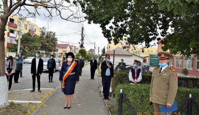 Administraţia locală din Cumpăna a marcat Ziua Armatei Române - cumpana1pprint-1603731775.jpg
