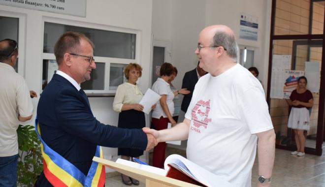 Foto: Ambasadorul  Paul Brummell, primit cu pâine  şi sare la  Primăria Cumpăna