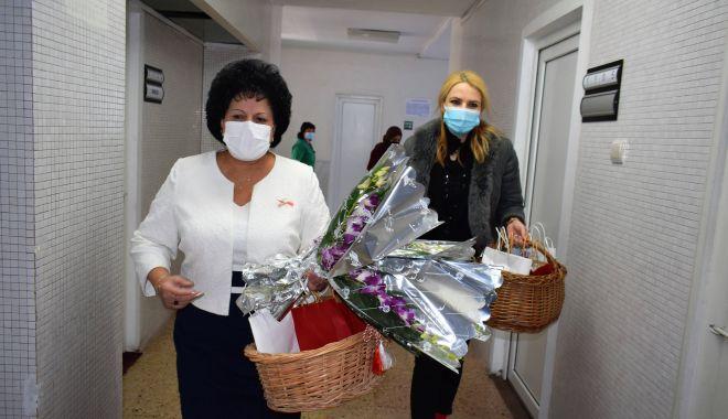 Organizaţia Judeţeană de Femei a PSD, surprize pentru proaspetele mămici - cumpanafemei1-1615225672.jpg
