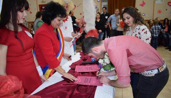 Foto: Primarul Mariana Gâju a oficiat căsătorii pentru o zi. Care a fost motivul