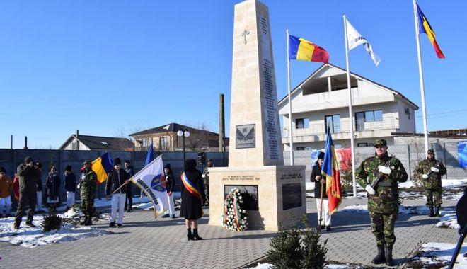 """Foto: Monumentul """"Memorialul Eroilor"""",  dezvelit la Cumpăna"""