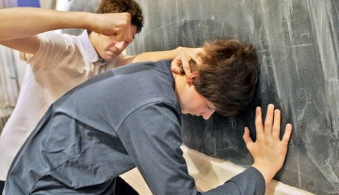 Foto: Cum pot face faţă profesorii violenţelor între elevi