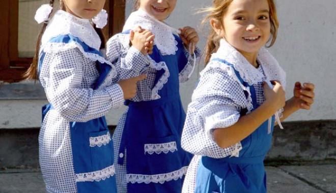 Foto: Cum puteţi ajuta copiii  de la ţară să meargă la şcoală