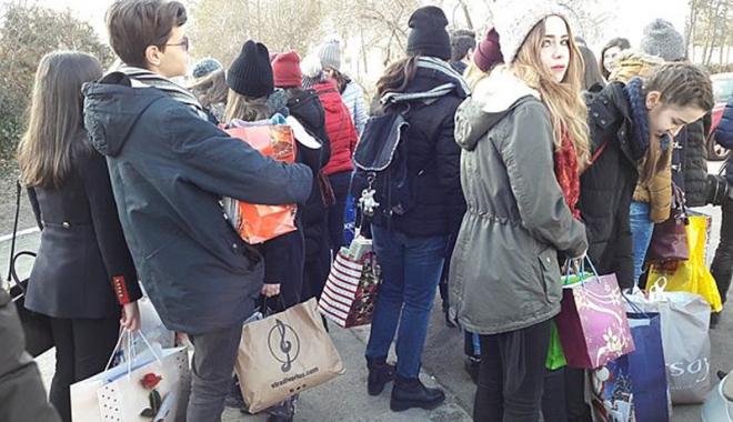 Foto: Cum s-au organizat mirciştii pentru a dărui bucurie de Crăciun