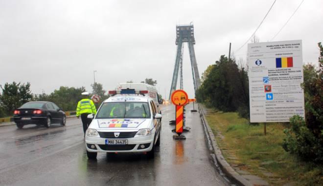 Foto: Cum se circul� pe podul Agigea, de s�rb�tori