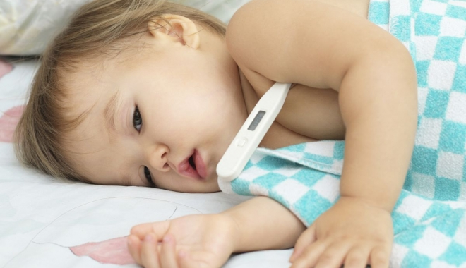 Foto: Cum se manifestă pneumonia la copiii mici