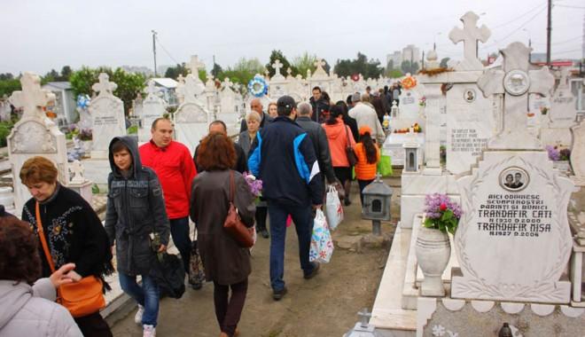 Foto: Cum şi-au cinstit constănţenii morţii, de Paştele Blajinilor