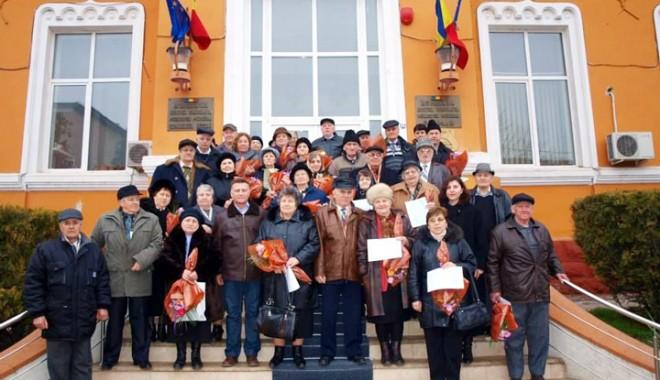 Foto: Cupluri care au împlinit 50 de ani de căsnicie, sărbătorite de primarul Marian Iordache