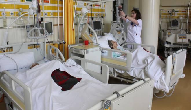 """Foto: Cu punguţa de medicamente la pacienţii internaţi în Spitalul Judeţean. """"Este ilegal!"""""""