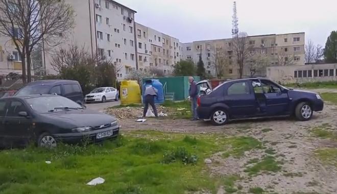 Foto: VIDEO / Doi bărbaţi, amendaţi după ce au aruncat gunoaie între blocuri, în Inel II