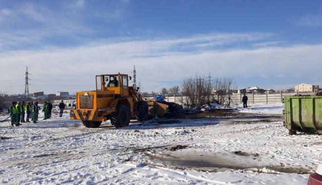 Foto: S-a făcut curăţenie pe câmpul de la capătul străzii Barbu Ştefănescu Delavrancea şi pe strada Clopoţeilor din Compozitorilor