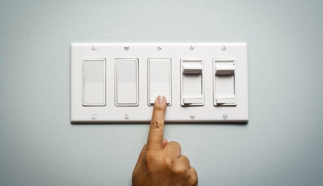 Mai multe zone din Constanţa, fără curent electric - curent-1608145621.jpg