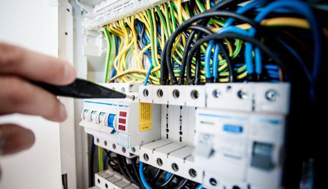 Atenţie, se opreşte curentul electric! - curent-1623596910.jpg
