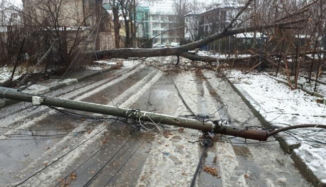 Foto: Stare de urgenţă la Constanţa! 61 de localităţi nu au curent electric