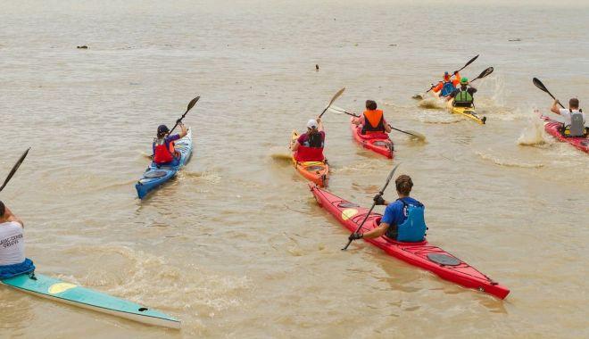 Cursă cu kaiace, în premieră, pe Canalul Dunăre - Marea Neagră - cursacucaiacepecanaluldunare8211-1558645207.jpg