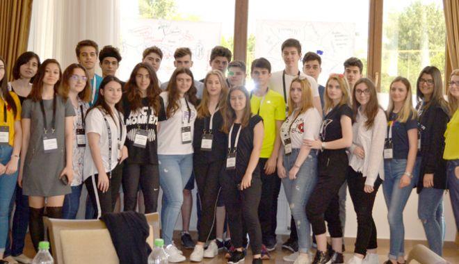 Foto: Cursuri interactive de management de proiect pentru tinerii liceeni din Constanța