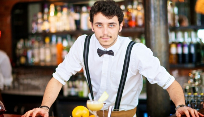 Foto: Vrei să devii barman sau mecanic auto? Acum ai ocazia