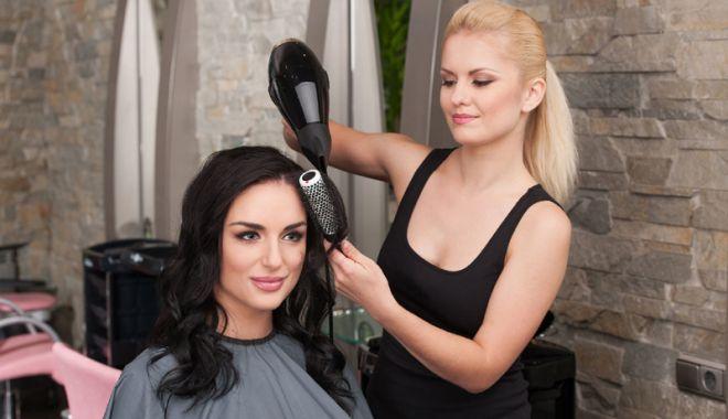 Se caută personal pentru saloanele de înfrumuseţare - cursuriformare-1518543806.jpg