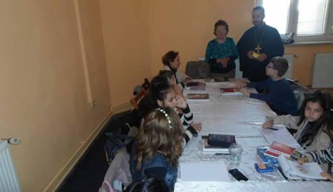 Odată cu școala, încep  și cursurile de limba armeană - cursurilimbaarmeana-1442151377.jpg