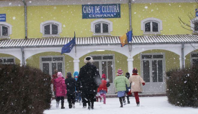 Foto: Cursurile şcolilor sunt suspendate, astăzi, în tot judeţul Constanţa